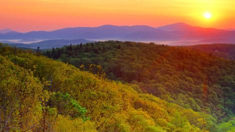 sunrise-near-grandfather-mountain-blue-ridge-parkway-north